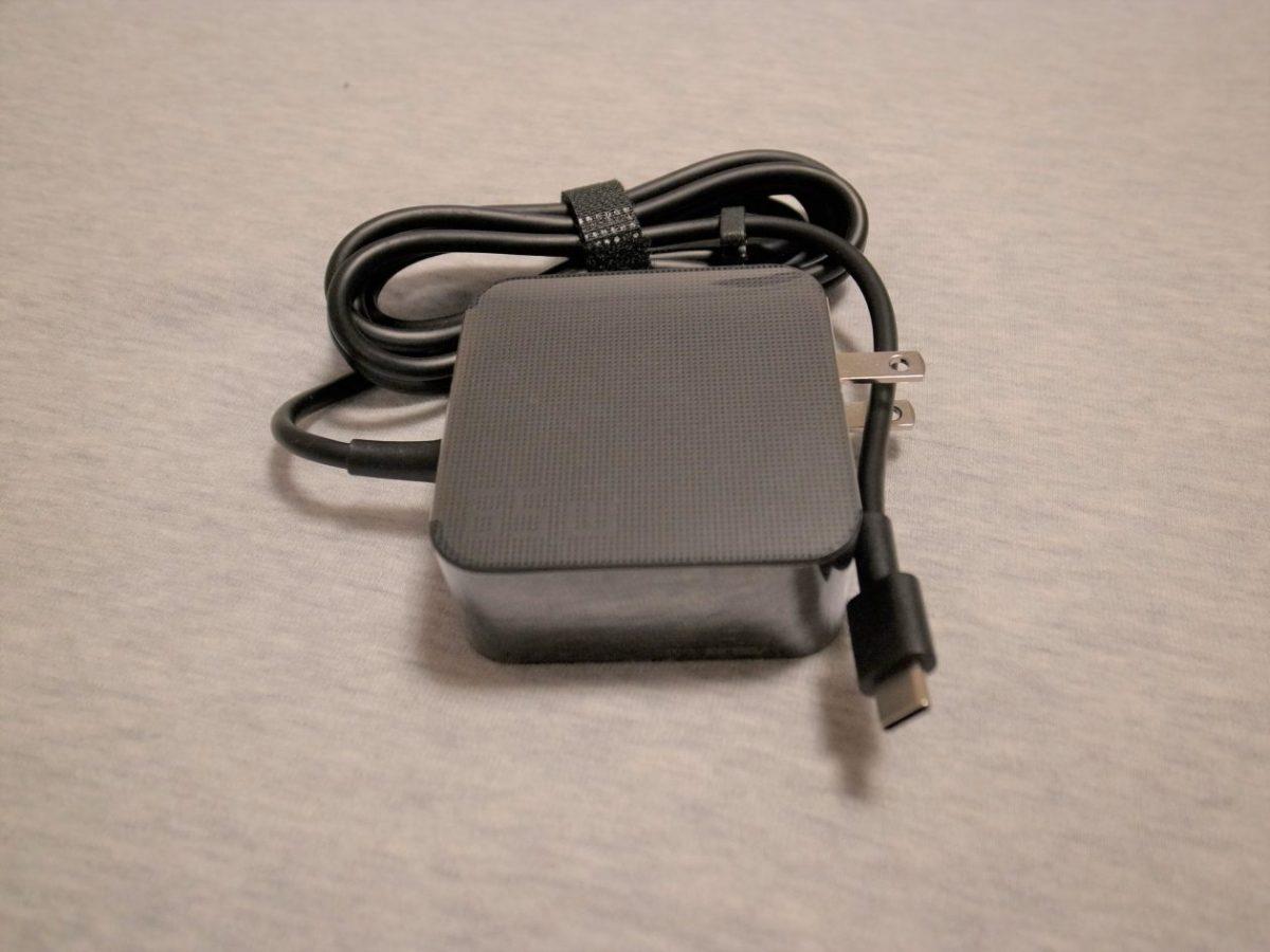 ASUS ZenBook 14電源ケーブル
