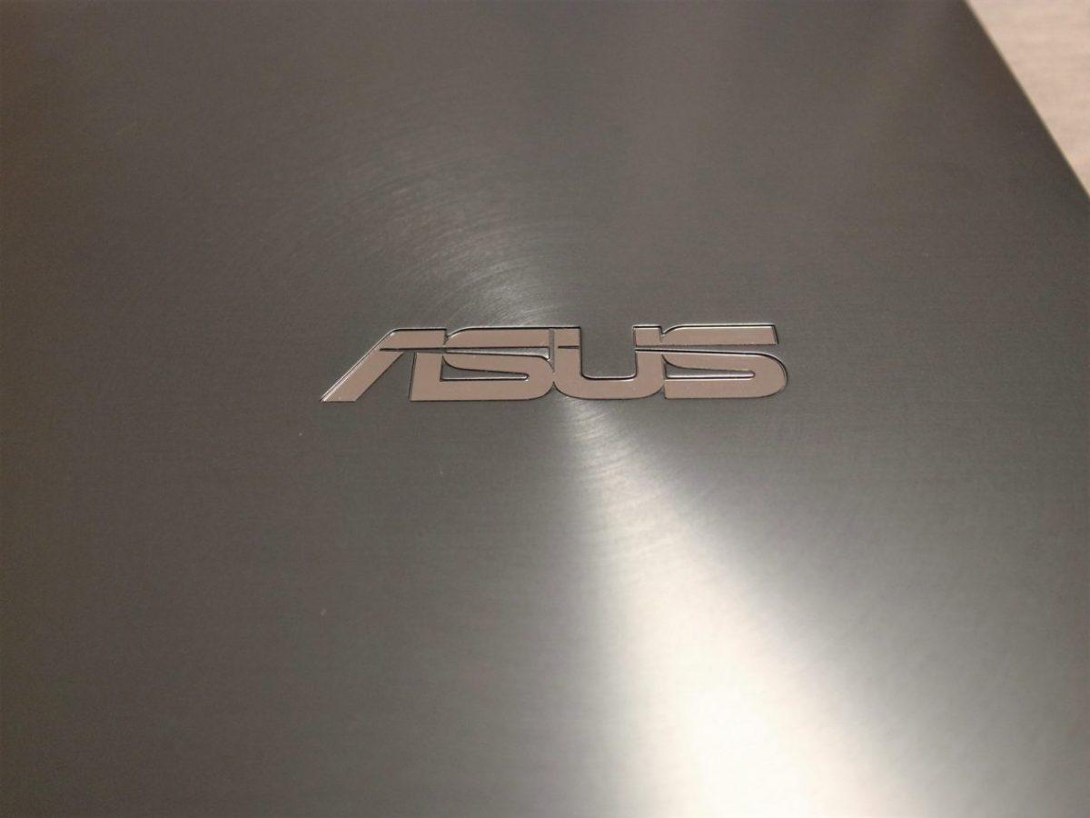 ASUS ZenBook 14天板