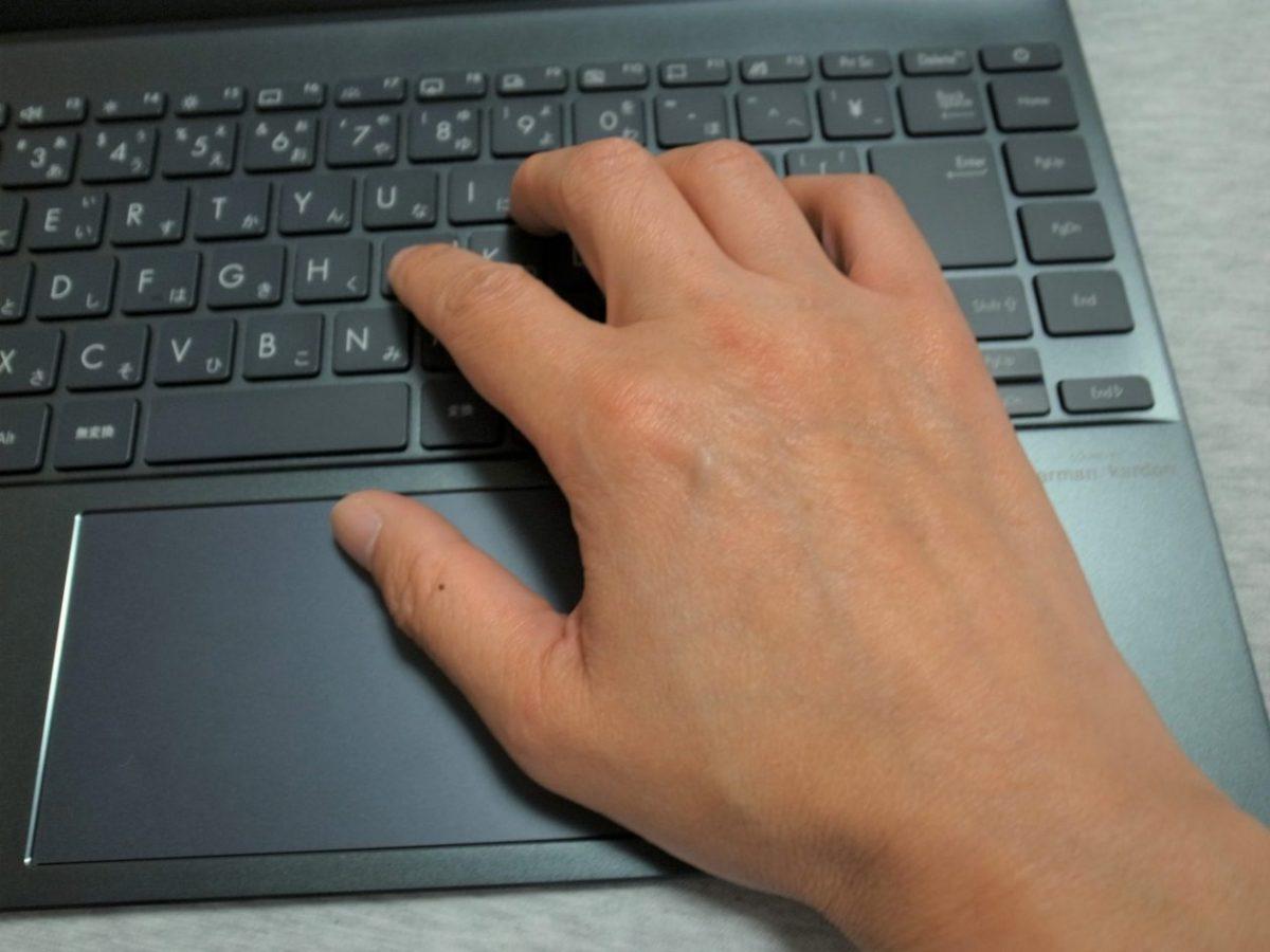 ASUS ZenBook 14キーボードとタッチパッド